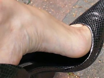 AROUNDTHEFEET